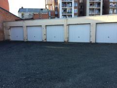 4 garages te koop in de Frederik Burvenichstraat. Deze straat is een zijstraat van de Brusselsesteenweg. Prijs: 25000 euro/garage. Voor meer info of e