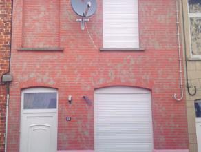 Sympathieke en nette rijwoning vlakbij het centrum van Ronse. Indeling: living, tweede leefruimte, ruime keuken, grote berging/wasplaats, badkamer met