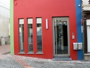 Totaal gerenoveerde B&B bestaande uit drie luxe kamers met aparte badkamer ieder voorzien van kwaliteitsmeubilair. Bij het binnenkomen via de smee