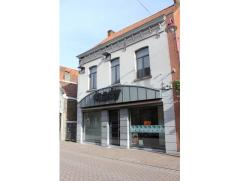 Stijlvolle woning met handelsmogelijkheid in het centrum van Aalter! Het perceel kent een oppervlakte van 960 m², is voorzien van een zijdelings