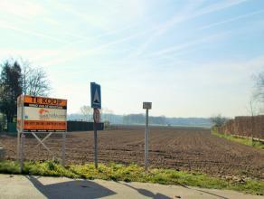In de Oostveld Kouter te Lovendegem vindt u dit prachtige perceel bouwgrond, vrij van alle bouwverplichting. Het perceel is gelegen op bereikbare afst
