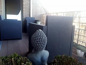 Dit ruime appartement is alles wat u zich kan wensen:<br /> ruimte, veel ramen, een terras aan de slaapkamer, aan de living én aan de keuken. D