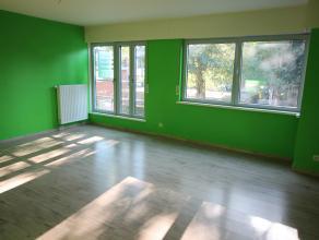 gezellig duplexappartement op 1e verdiep - living - open ingerichte keuken - berging - 2 slaapkamers boven - toilet boven - badkamer boven - berging b