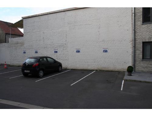 Garage louer evergem 50 dvfdb vastgoed de vos for Garage professionnel a louer
