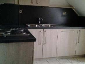 Het appartement gelegen op de 2° verdieping omvat een inkom - living - afzonderlijke keuken - badkamer met douche.Provisie gemeenschappelijke kost