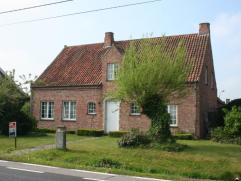 Heerlijk ruime villa op een perceel van 722m² gelegen op enkele minuten van centrum Ertvelde en vlotte verbinding met de R4 en E34 (Antwerpen-Kno
