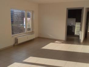 Verzorgd en instapklaar appartement gelegen in kleine residentie omvattende een inkom - ruime lichtvolle living - ingerichte keuken - badkamer met dou