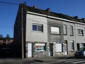 Nabij het centrum van Wondelgem, vlakbij openbaar vervoer (tram, bus) en winkels staat deze instapklare driegevelwoning. De woning is voorzien van all