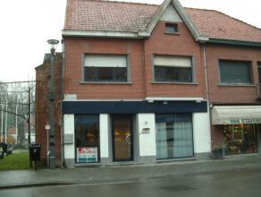De woning is gelegen in de dorpskern van Boekhoute. Deze HOB omvat een bureel/handelsruimte met mooie etalage - tussenhal met bergruimte - leefruimte
