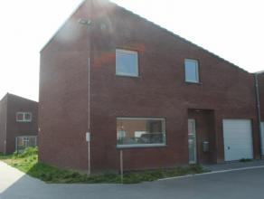 Deze ruime halfopen bebouwing maakt deel uit van woonerf 'Viermeersen' in Wondelgem. Uitstekende ligging in het centrum op wandelafstand van openbaar