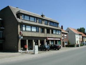 Gezellig appartement dichtbij grote verbindingswegen (E34 - R4).Het appartement omvat een ruime inkom - living van 29 m² - ingerichte keuken - te