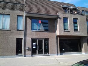 Instapklaar appartement gelegen in het centrum van Wachtebeke en dichtbij invalsweg naar Kust en Antwerpen.Het appartement omvat een inkom - gezellige