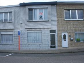 De woning ligt in een rustige straat op wandelafstand van alle winkels, supermarkten en openbaar vervoer (bus 3). Uitstekende verbinding naar Gent-Cen
