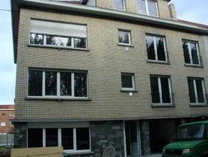 Mooi gerenoveerd appartement op de 2de verdieping.  Indeling: inkom, ruime living met open nieuwe keuken,  berging, één slaapkamer, terr
