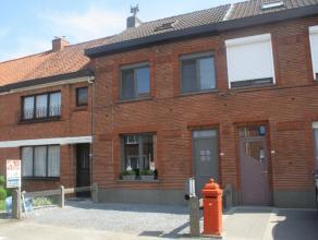 Deze gerenoveerde woning is gelegen op wandelafstand van het station en het centrum van Waarschoot.  De woning heeft een gezellige leefruimte met inbo