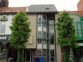 Gerenoveerd en instapklaar éénslaapkamerappartement (2°V) gelegen op Grote Markt te Zelzate.Het appartement omvat een living - open