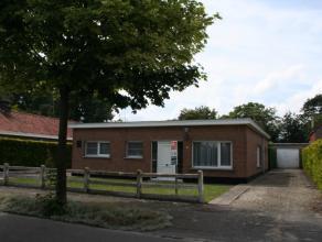 In een rustige verkaveling op fietsafstand van het centrum vindt u deze te moderniseren bungalow.Het schrijnwerk en de verwarming werden in 2015