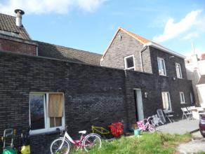 Gerenoveerde woning met modern, ingerichte keuken, ruime living, badkamer, 2 grote slaapkamers ( 3 de mogelijk, bij te bouwen ), garage, terras en tui
