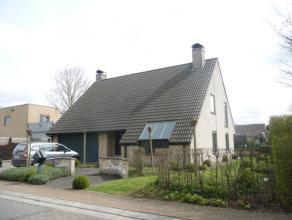 Mooie woning met ingerichte keuken, ruime living, bureau, badkamer, 3 slaapkamers, wasplaats, grote garage, kelder, zolder, terras en grote tuin.
