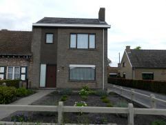 TE KOOP Half open bebouwing Oostmoer 218 9950 Waarschoot  Inkomhall, grote living (40m²), keuken (14,5m²), garage (28m²), berging,