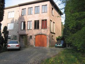 Deze Half Open Bebouwing (hoekwoning) is gelegen aan de Doornstraat te Wilrijk in de groene omgeving van de UIA en het UZA. Indeling : Gelijkvloers in