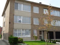 Zeer ruim en verzorgd appartement 1ste verdiep in klein gebouw zonder lift. Het pand is gelegen in een rustige en groene woonverkaveling in de omgevin