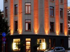 Gezellig 2 slaapkamer hoekappartement op 2de verdieping in een gerenoveerd karaktervol gebouw nabij het Boelaerpark. Zeer energiezuinig! Inkom met apa