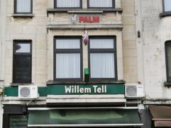 Opbrengsteigendom op goede locatie te Berchem. Het pand bestaat uit 2 wooneenheden, een commerciële ruimte en een kelder. Het handelsgelijkvloers