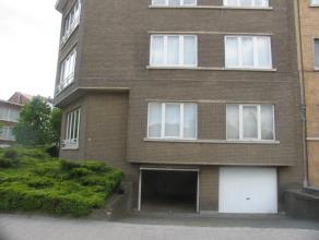 Garagebox te huur in de Jozef  Verbovenlei. De plaats is veilig en zeer goed bereikbaar via makkelijke inrit. De garage heeft een breedte van 3.2m en