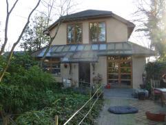 As: Instapklare prachtig gerenoveerde villa met garage, grote aangelegde tuin met zwembad. Ruime living, eetkamer, zitplaats, 2badks, 5slpks, stookke