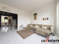 Deze bijzondere woning met artistieke uitstraling wordt gekenmerkt door veel licht en ruimte. De karakteristieke sfeer gemixt met warmte en gezellighe
