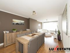 Dit volledig gemoderniseerd appartement is instapklaar en gunstig gelegen te Deurne. Het appartement beschikt over een inkomhal, 2 slaapkamers, een in