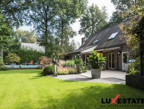 Deze gezellige instapklare villa op 2800 m² is zeer rustig gelegen in een oase van groen te Kalmthout en geeft onmiddellijk een 'thuis'-gevoel. D