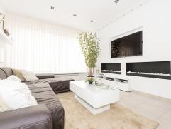 In het hartje van de bruisende stad Antwerpen treft u dit prachtig gerenoveerd luxe appartement, omringd door gezellige winkels, openbaar vervoer en s