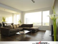 Dit uitzonderlijk luxueus afgewerkt en instapklaar appartement treft u gunstig gelegen te Berchem. Winkels, openbaar vervoer en scholen zijn op wandel