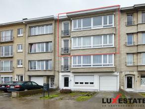 Dit volledig gerenoveerde duplex-appartement is zeer gunstig gelegen in Deurne, makkelijk bereikbaar en met alle voorzieningen binnen handbereik.