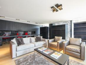 """Prachtige gelijkvloerse kantoorruimte """"te huur"""" op een toplocatie in het hartje Kapellen. De kantoorruimte werd stijlvol ingericht met kwalitatieve e"""