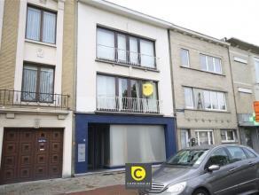 GRENS BERCHEM-MORTSEL: Ruim en volledig instapklaar 2slp appartement gelegen op de 1ste verdieping van een klein gebouw vlakbij centrum Morstel. Het a