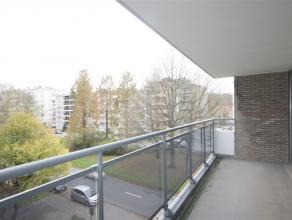 Ref.nr.: 5036 Ruim 3 slaapkamer appartement met groot terras, kelder en garagebox (apart te huur voor 75 euro per maand). Het appartement is gelegen o