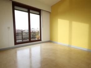 Ref.nr.: 5208 Aangenaam 2- slaapkamer appartement met terras en een garagebox ( apart te huur aan euro 65/maand), gelegen in een klein verzorgd gebouw
