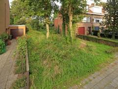Zeer gunstig gelegen bouwgrond in een aangename woonwijk te Mortsel. Deze bouwgrond heeft maar liefst een straatbreedte van 10 meter en is geschikt vo