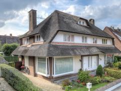 Deze zeer gezellige, zonnige HOB-woning met rieten dak is gelegen in een zeer aangename, rustige en kindvriendelijke wijk te Edegem.Indeling: