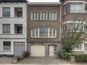 Prachtige woning in wijk Oosterveld. De woning is zeer centraal gelegen, dichtbij scholen, winkels, openbaar vervoer en oprit E19. INDELING: GELIJKVLO