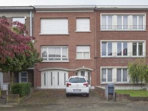 In de befaamde wijk Oosterveld treffen we deze ruime woning met 4 slaapkamers, 2 badkamers, 2 leefruimtes, 2 keukens, garage, kelder en tuin. Indeling