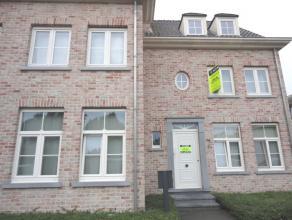 Dit prachtig duplex appartement is gelegen aan de rand van hetcentrum van Kontich, nabij winkels en goede invalswegen. Het appartement bevindt z