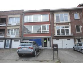 Het gelijkvloersappartement is gelegen in het bruisende centrum van Mortsel,vlakbij enkele uitvalswegen en op wandelafstand van winkels en openb