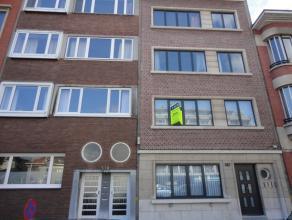 Dit gezellige appartement vinden we terug aan de Grote Steenweg te Berchem,vlakbijopenbaar vervoer, winkels (Carrefour), schoolen al
