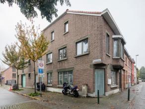 We vinden deze woning terug op de hoek van de Drie Eikenstraat.De woning is als volgt ingedeeld: Glvls app: wnk op laminaat, open keuken, slpk op lami