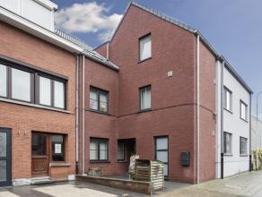 Recent duplex appartement (BJ 2010) gelegen te Wilrijk, op wandelafstand van de Bist, scholen, winkels en openbaar vervoer.INDELING: EERSTE VERDIEPING