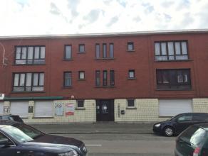 Op een zeer gunstige locatie in Merksem treffen we dit modern gerenoveerd appartement op de eerste verdieping, van een klein gebouw zonder lift. Het a